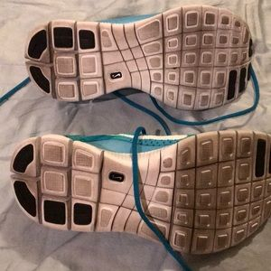 Nike Shoes - Nike Free 5.0 Flyknit